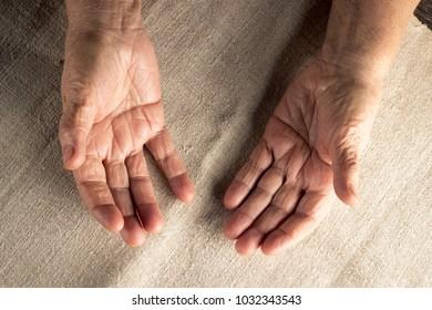 hand finger grandmother