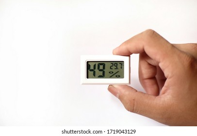 Hand held thermometer and humidity meter, small size, portable, convenient.