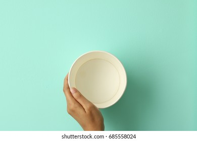 hand hold cup paper container