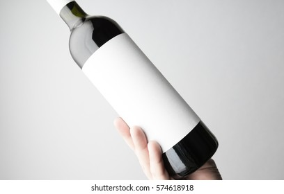 Hand is holding wine bottle/Close-up