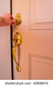 Hand Locking a Dead Bolt (Deadbolt) with a Key