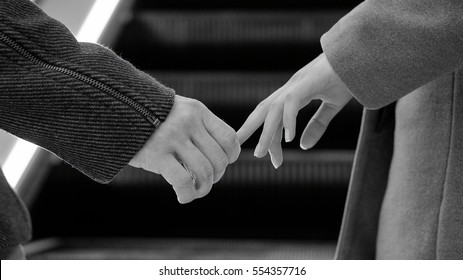 hand in hand, love, coat, fingers, black and white photo