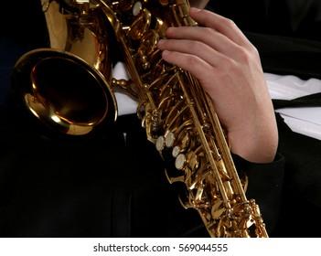 hand man on the sax