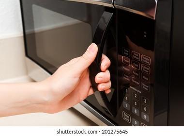 Hand open microwave door