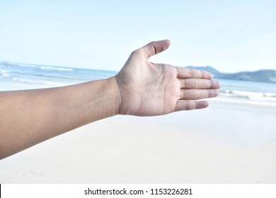 Hand or palm sign The background is sea.
