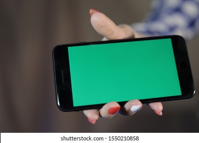 hand phone woman nails green screen technology chromakey