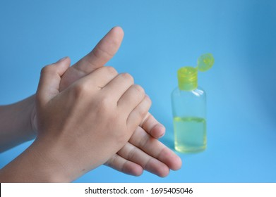 hand sanitizer, cleaning hands whit alchohol