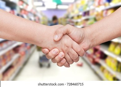 hand shake in supermaket.for business backgroud usage