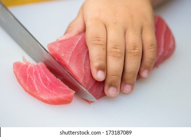 Hand was sliced fish to make sushi