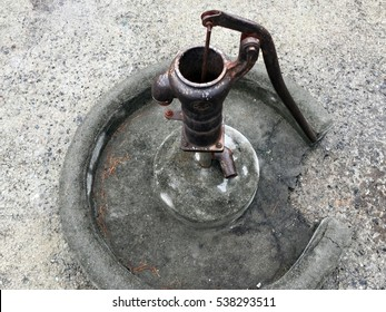 Hand water pump_old school