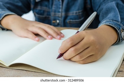 hand write with hand left