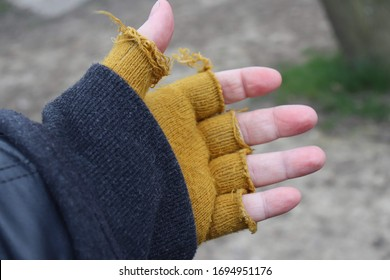 Hand with yellow fingerless gloves