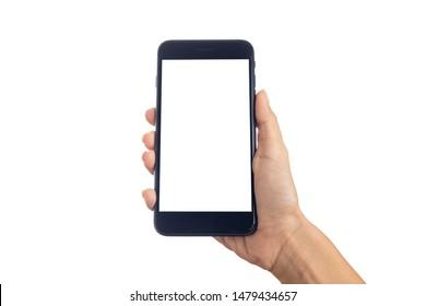 Joven mano sosteniendo un smartphone móvil con pantalla en blanco aislado en fondo blanco con trayectoria de recorte