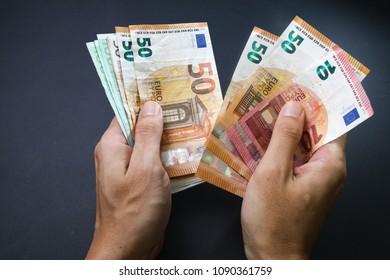 Handcounting Euro banknotes