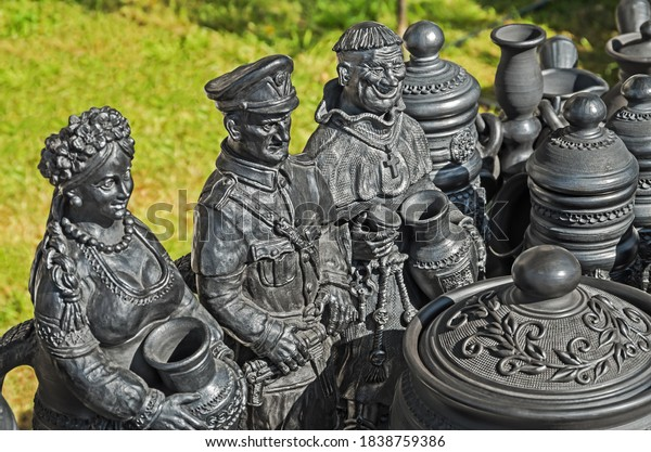handicraft-folklore-figures-black-cerami