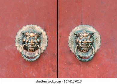 The handle of a gate in ancient China