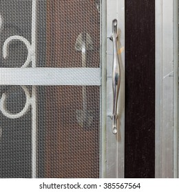 handle of mosquito wire screen