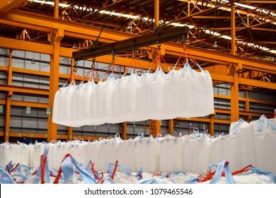 Handling cargo in jumbo bags