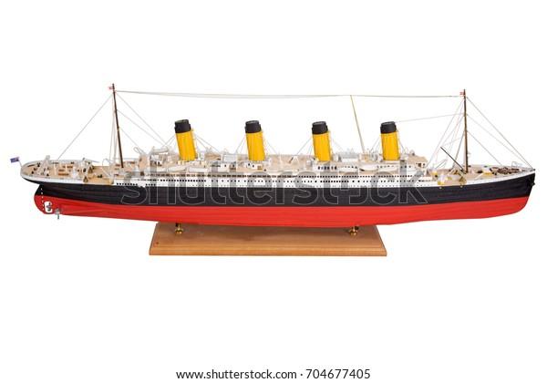 Modèle dessiné à la main de Bel modèle Titanic fait à la main de Titanic isolé sur fond blanc.