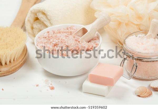 手作りの砂糖桃のスクラブにアルガン油を使う。ヒマラヤの塩。トイレトリーズスパセット