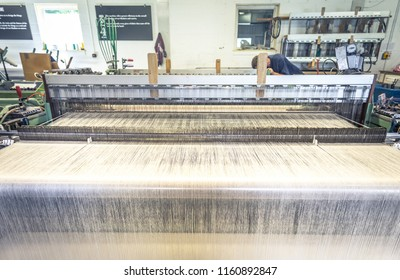 Handmade wool loom with running machines