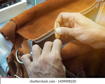 Handmade work Sewing leather bags by hand.