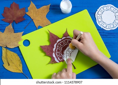 Hand-painted on dry autumn leaves by dint of paper lace napkin. Children's art project. DIY concept. Step by step photo instructions. Step 2. Apply drawing with paper lace napkin
