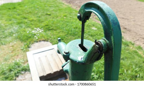 Hand-powered water pump, operating on a piston.