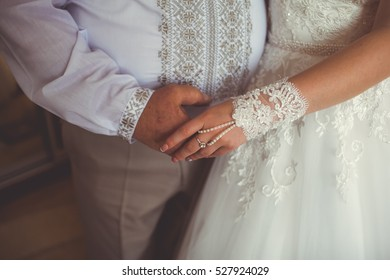 hands of the bride and father
