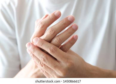 Hands of computer users have pain and injury to the fingers. From Syndrome Syndrome .Health and Physical Concepts