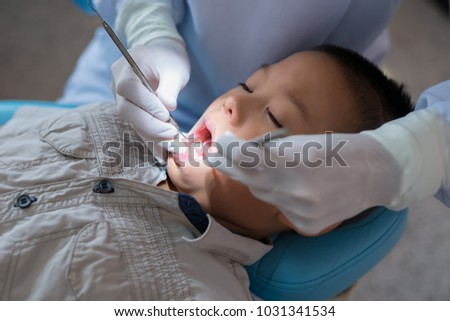 Astonishing Hands Dentist Holding Dental Tool Checking Stock Photo Edit Theyellowbook Wood Chair Design Ideas Theyellowbookinfo