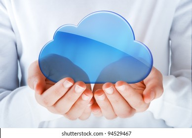 hands exhibiting the cloud computing symbol