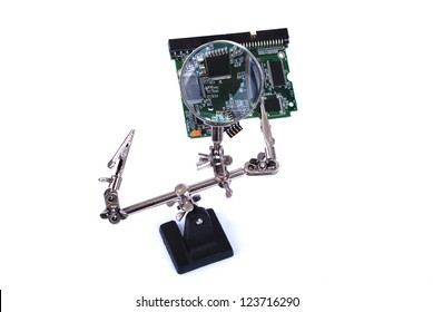 Hands Free Soldering Stand Magnifier checking printed circuit board