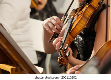 Hands girl playing the violin