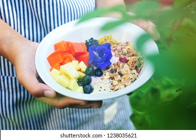 Hands hold homemade healthy breakfast.