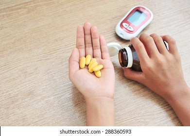 Hands hold medicine.