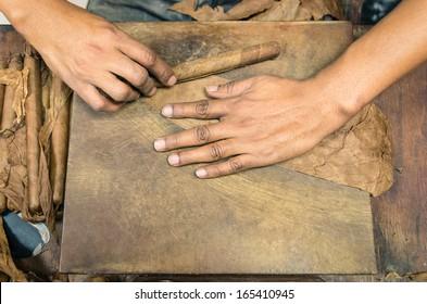 Hands making cuban Cigar - Live manual production