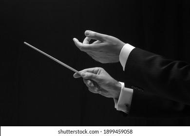 Les mains d'un chef d'orchestre
