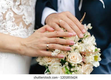hands newlywed and bouquet