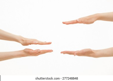 Hände mit unterschiedlichen Größen - von kleinem bis weißem Hintergrund