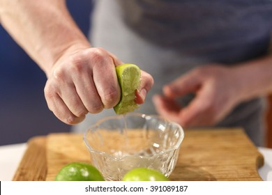 hands that squeeze a lime