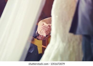 hands tieds in wedding