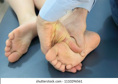 hands touching foot - manual theraphy - osteopathy