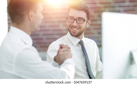 handshake Manager and customer in a modern office