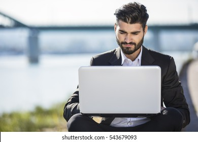 Handsome bussines man using laptop outdoor