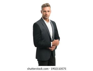 Der ansprechende Mann trägt einen klassischen Mode-Anzug im Business-Stil mit einem modischen Look einzeln auf Weiß, Modedesigner.