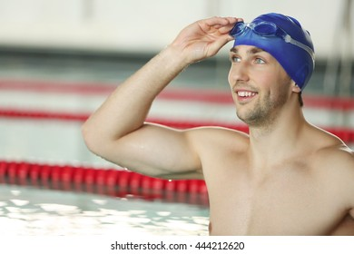 Handsome sporty man in the swimming pool