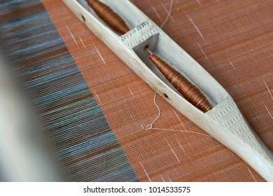 Hand-woven weaving of indigenous Tai-Tai We have inherited the weaving culture since ancient times. And woven fabrics are popular in the wear.