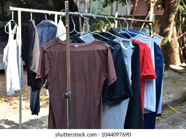 Hang clothes for dry in the sun.