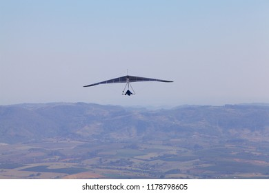 hang gliding crossing the horizon